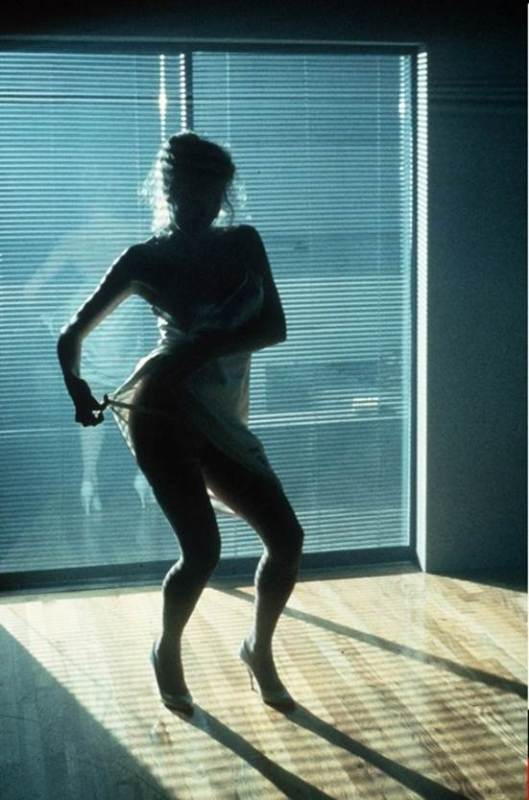 """Kim Basinger interpreta a Elizabeth McGraw  en """"Nueve semanas y media""""."""